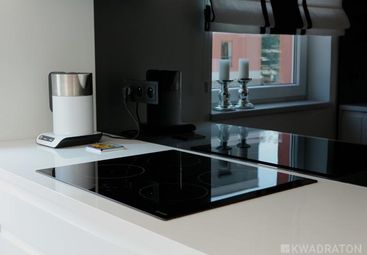 Biało czarna kuchnia  Kwadraton -> Kuchnia Bialo Czarna Z Oknem