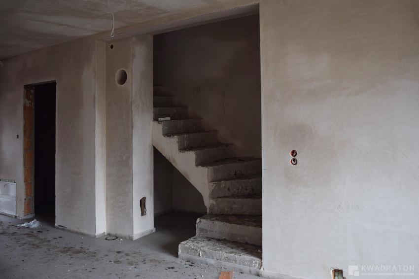 kwadraton-wnetrze-styl-loftowy-budowa